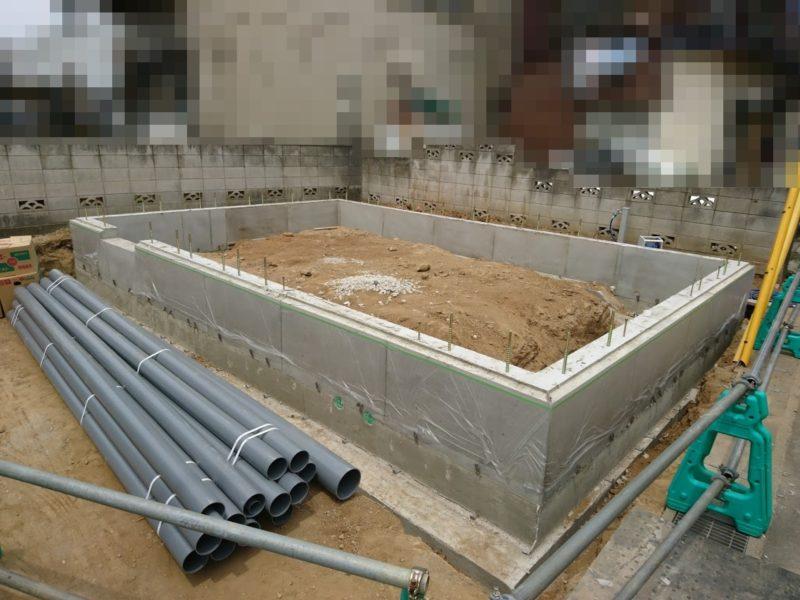 コンクリートが固まって鉄板がはずれました。