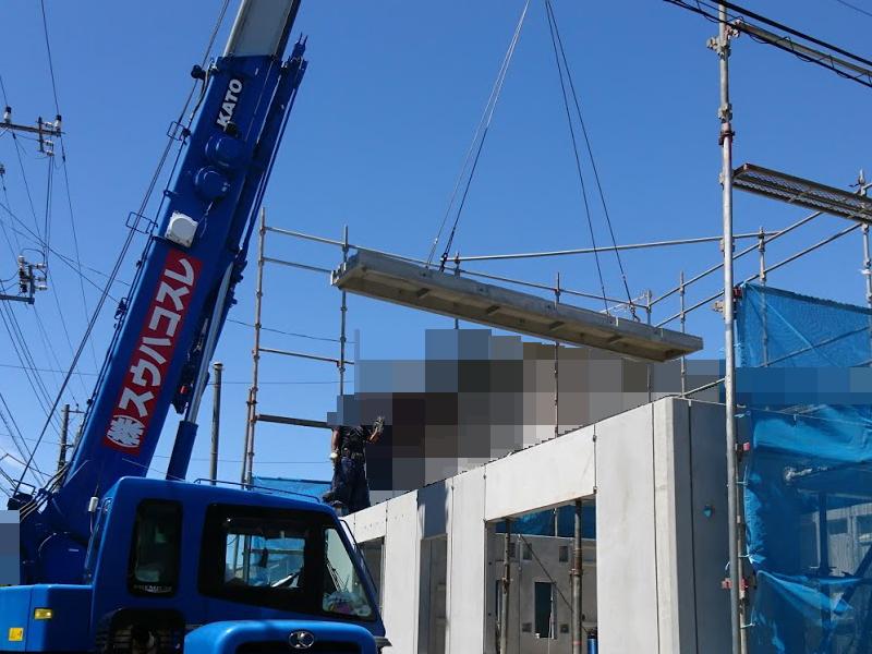 コンクリートパネルで1階の天井を塞ぎます
