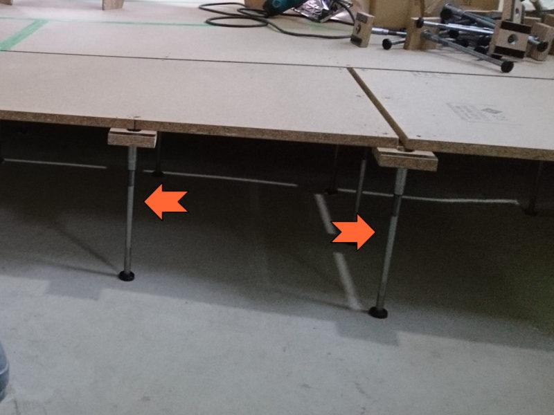 床を支える細い足(ボルト)