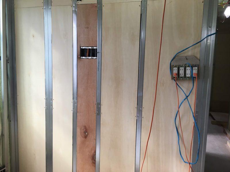 壁掛けテレビが付く壁
