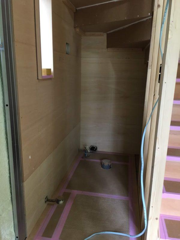 トイレになる階段下