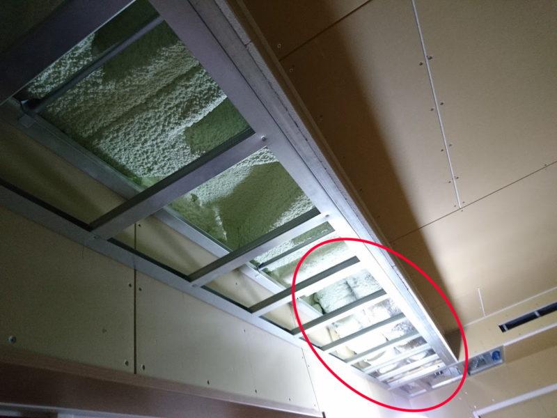 Z空調の管が入るため天井が下がる