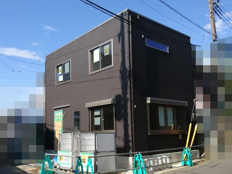 黒一色の外壁塗装