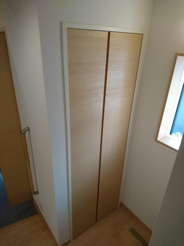 ホールから見たSICの扉