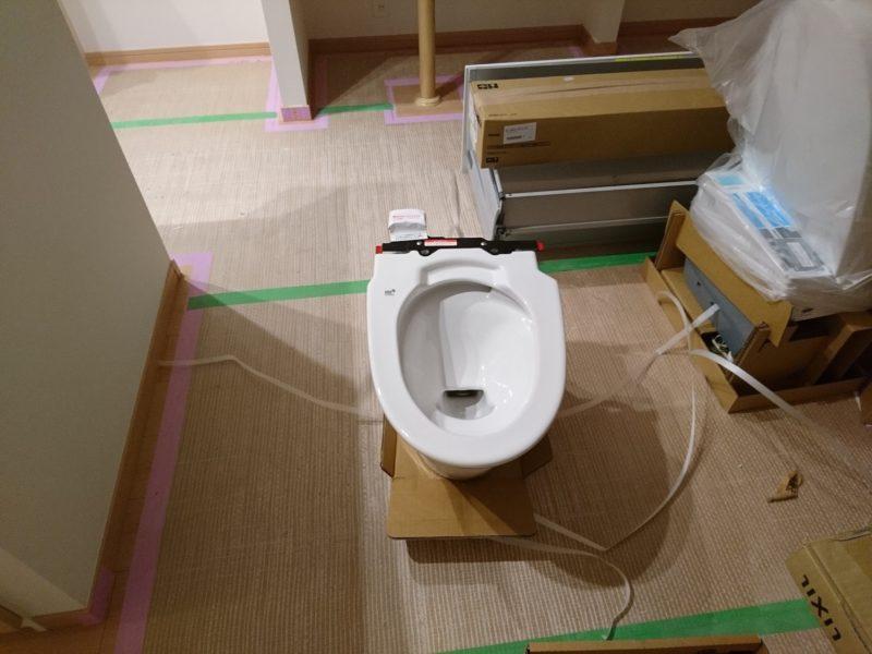 トイレがダンボールから開封された様子
